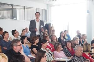 Živé diskuse charakterizovaly tento seminář – na dotazy zde odpovídá Mgr. Jan Barták (stojící)